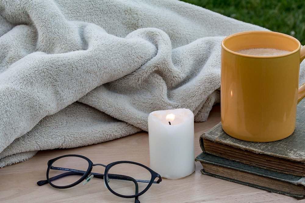 matin avec café et couverture chauffante
