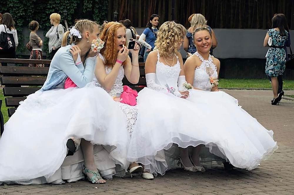 Jeunes femmes adorant la culotte menstruelle Blooming